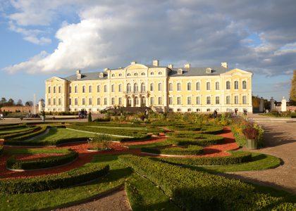 Vilnius - Hill of Crosses - Rundale - Riga